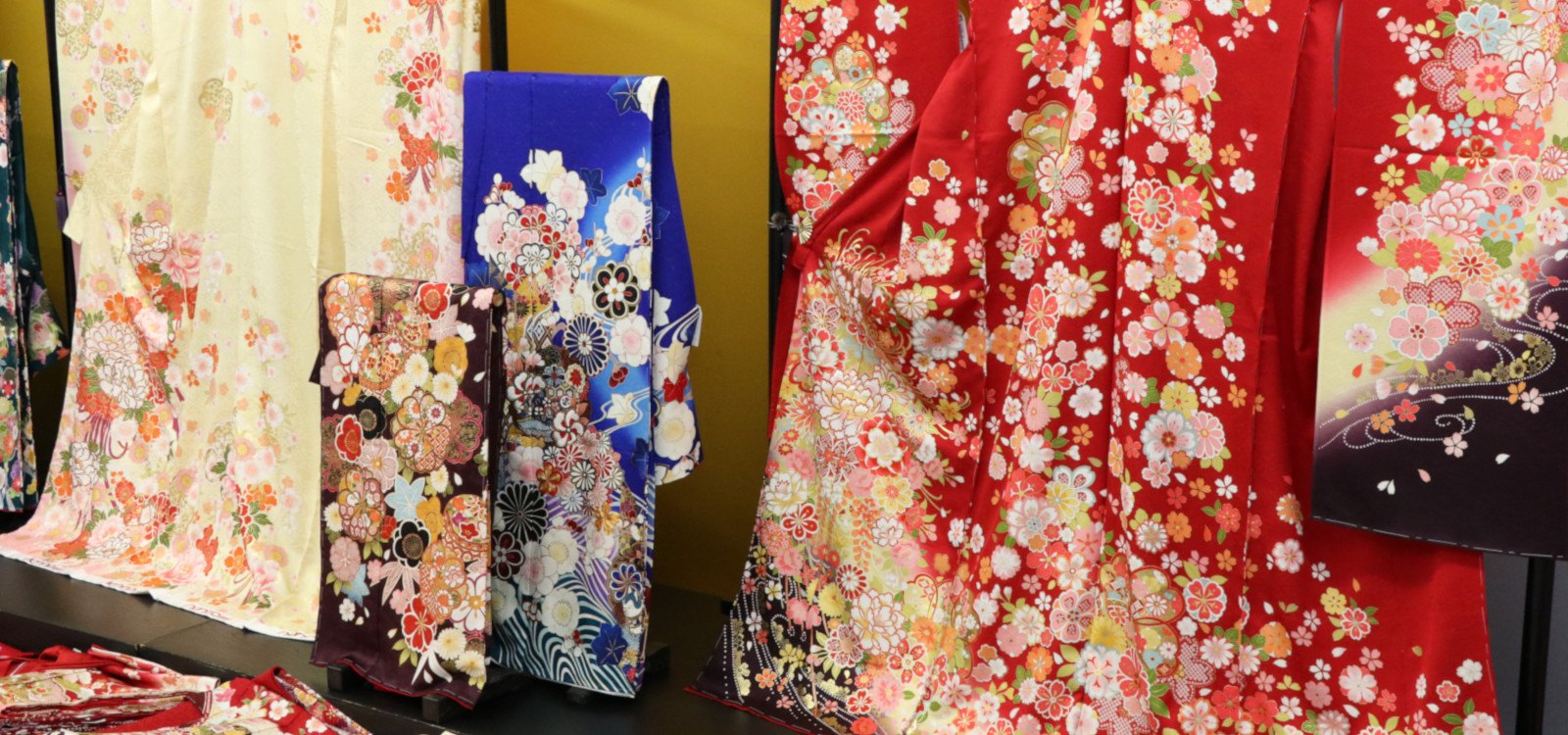 MATSUMURA is a silk material dealer in Japan.
